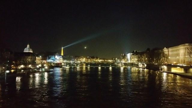 Croissant de lune à la Tour Eiffel
