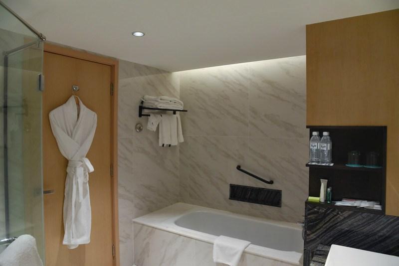 bathroom at le meridient kota kinabalu
