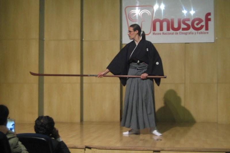 Demostración de Ryôen ryû naginatajutsu en el MUSEF de la Paz.