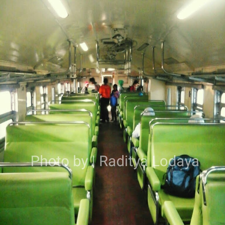 Kereta Api Bisnis (K2) versi KRD Shinko MCW 302 (1)