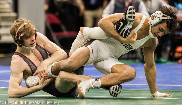125 Cons. Semi - Ethan Lizak (Minnesota) 32-6 won by decision over Darian Cruz (Lehigh) 29-2 (Dec 5-2) - 180317amk0029