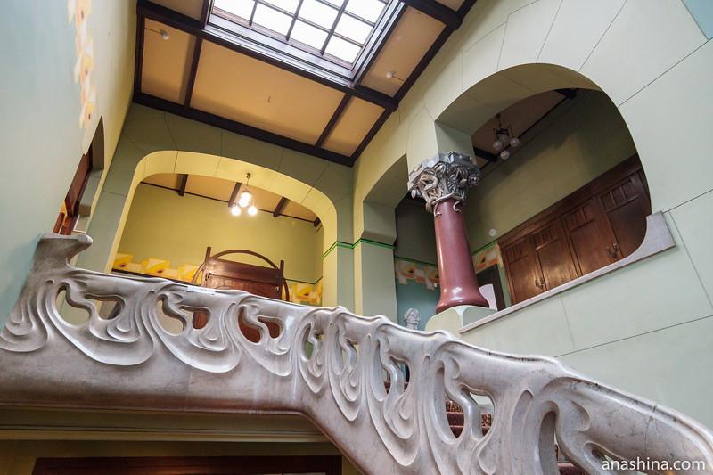 Лестница и холл второго этажа, особняк Рябушинского, Москва
