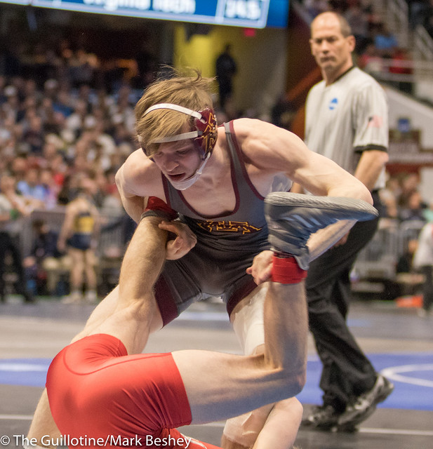 125 Cons. Round 2 - Ethan Lizak (Minnesota) 29-6 won by decision over Brock Hudkins (Northern Illinois) 18-12 (Dec 7-2) - 180316amk0003