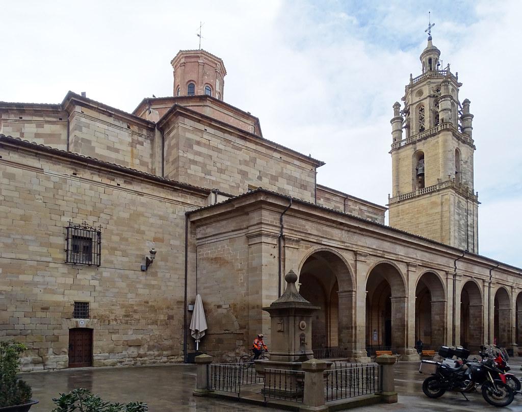 fachada exterior Iglesia de Santa Maria de villa de los Arcos Navarra 06