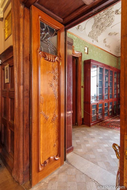 Дверь между Библиотекой и Столовой, особняк Рябушинского, Москва