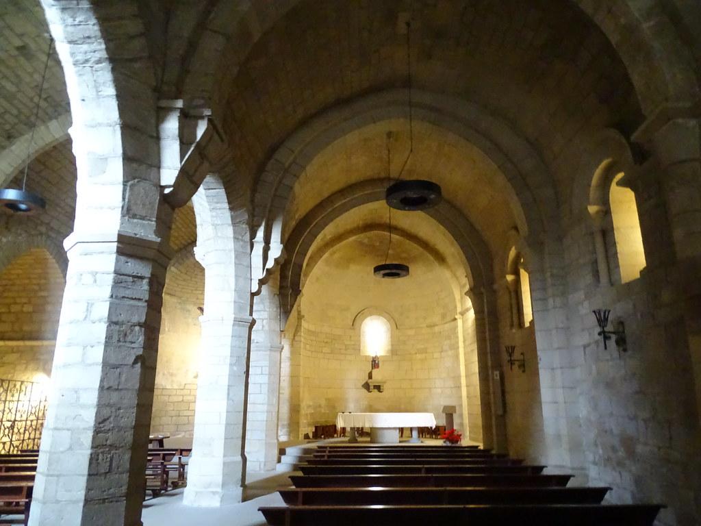 altar mayor nave central interior Iglesia del Crucifijo Puente la Reina Navarra 02