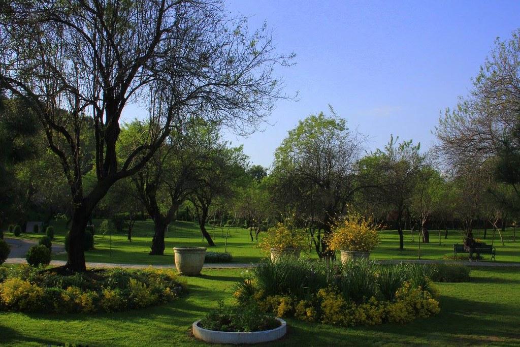 Gardens of srinagar are beautiful