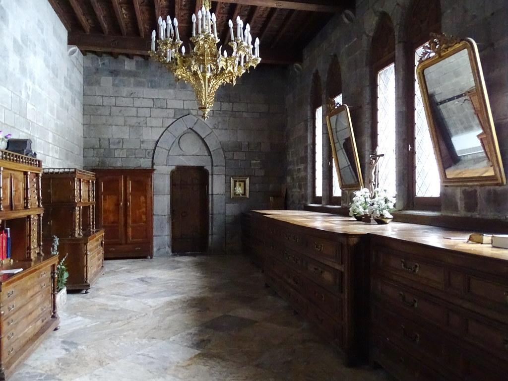 Sacristia interior Iglesia Real Colegiata Santa Maria de Roncesvalles Navarra 03