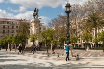 Plaza Nueva met op de sokkel Fernando III el Santo.