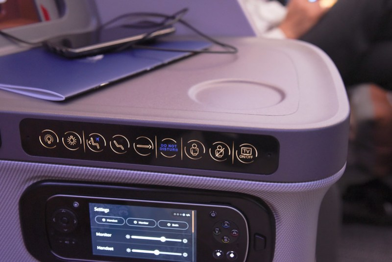seat controls on singapore airline's 787-10 dreamliner in business class