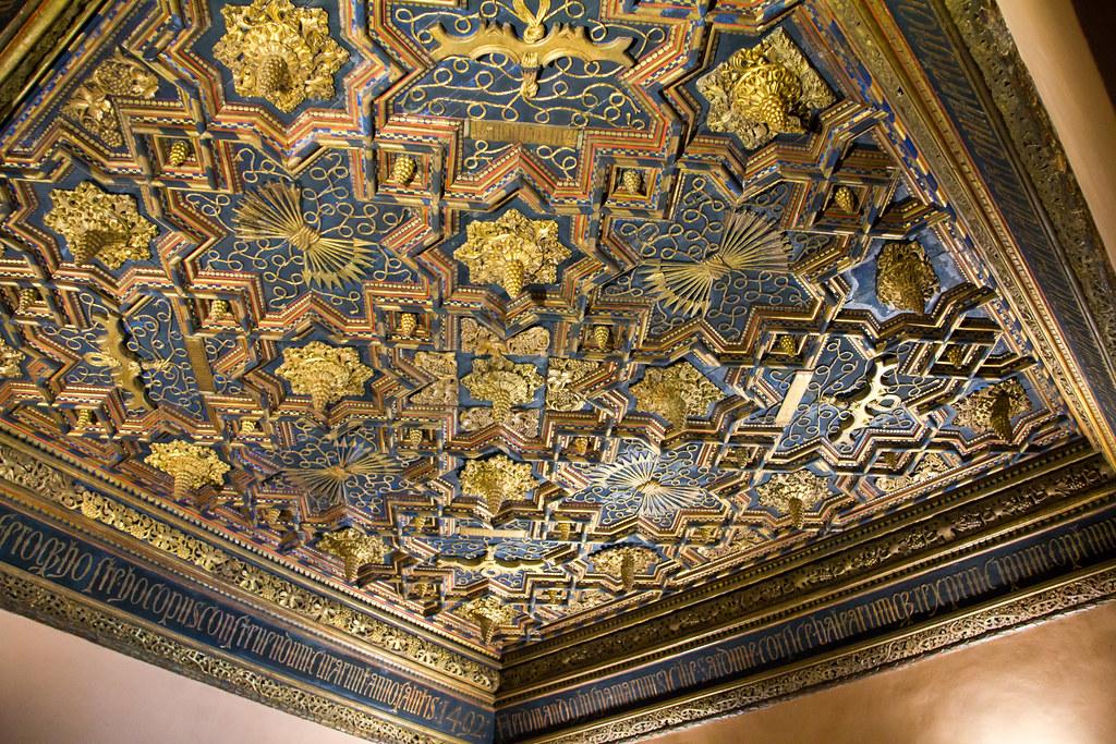 Techo primer Salon de los pasos Perdidos palacio de los Reyes Catolicos Palacio Aljaferia Zaragoza 01