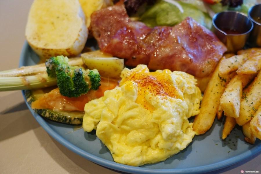 新開餐廳,旅人經典早午餐,早午餐,桃園 • 旅人咖啡館,桃園後火車站,桃園美食,紅酒牛肉歐姆蛋,雞腿排早午餐 @VIVIYU小世界