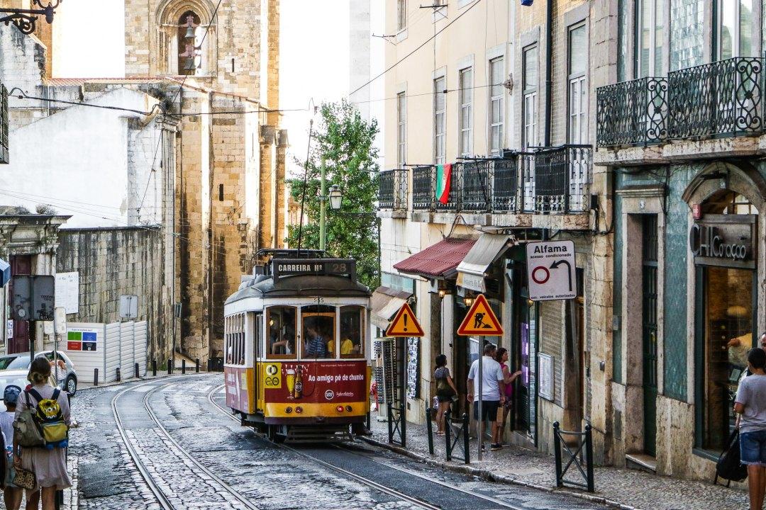 Alfama, tram 28, Lisbona