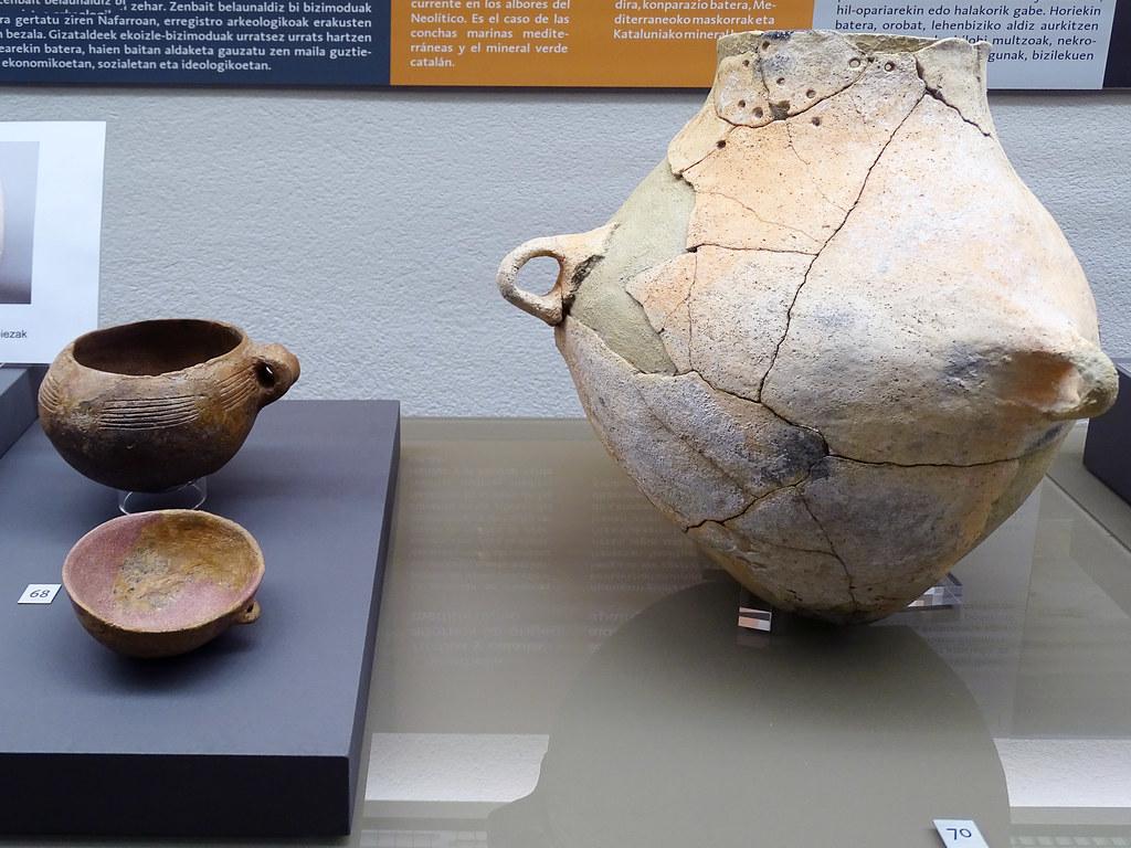 Ceramica botella vasijas Los Cascajos Neolitico Museo de Navarra Pamplona