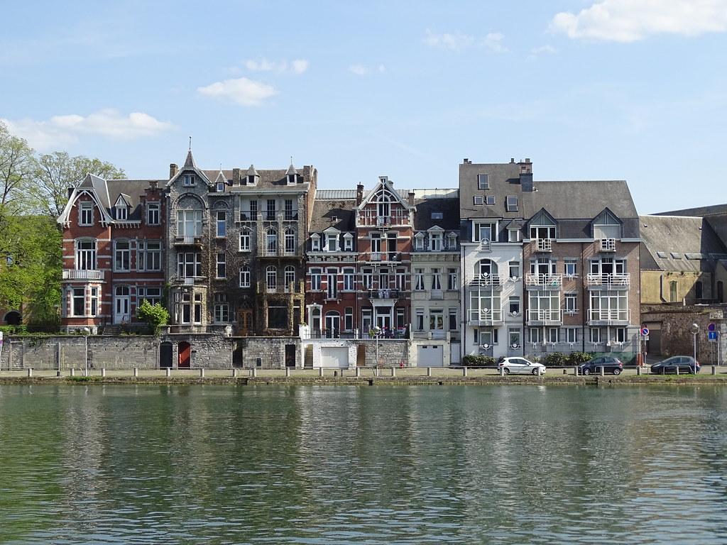 Rio Mosa o Meuse casas Namur Belgica 07
