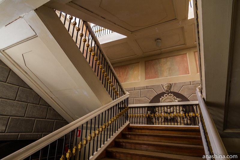 Парадная лестница, усадьба Золотаревых-Кологривовых, Калуга