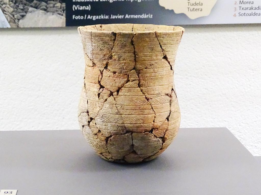 Vaso campaniforme en Tres Montes Bardenas Reales Calcolitico Museo de Navarra Pamplona