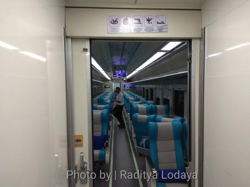 PLB Kereta Api Argo Parahyangan Tambahan Stainless Steel (4/6)