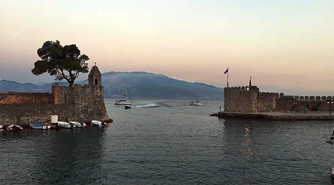 · Puerto de Nafpaktos · ¿Qué ver en Grecia? · Ruta en coche por Grecia · Click_Trip ·