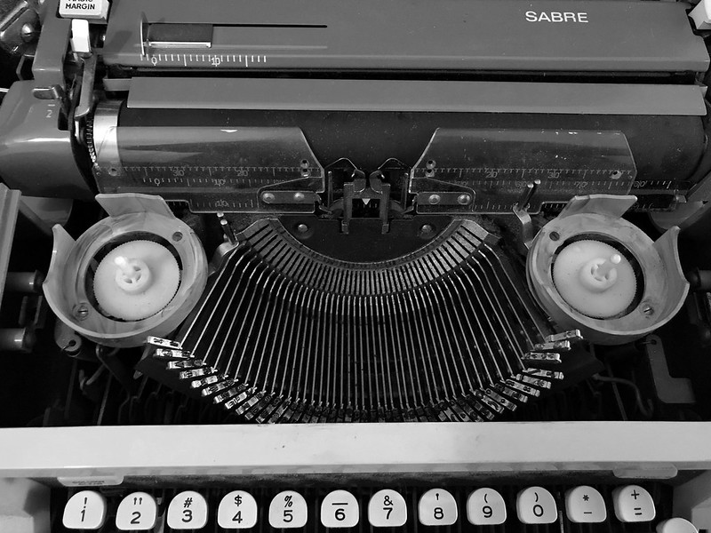 Royal Sabre portable typewriter with Magic Margin key