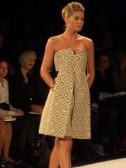 vestido corto de la diseñadora Carolina Herrera