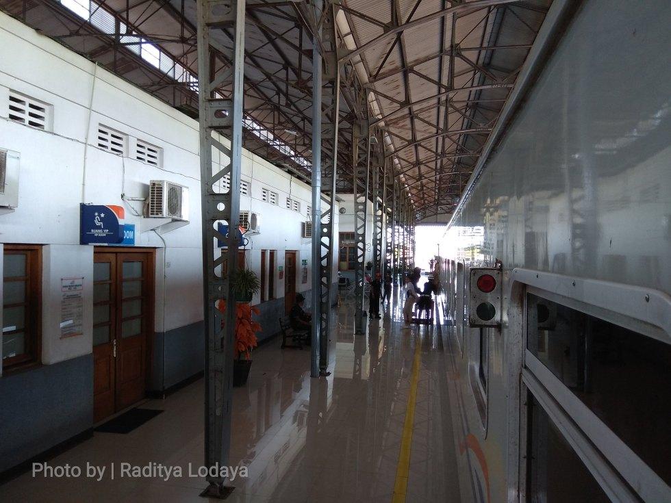 04 TRIP REPORT KERETA API JAYABAYA 1 (JAKARTA-CIREBON) -- STASIUN CIKAMPEK 1