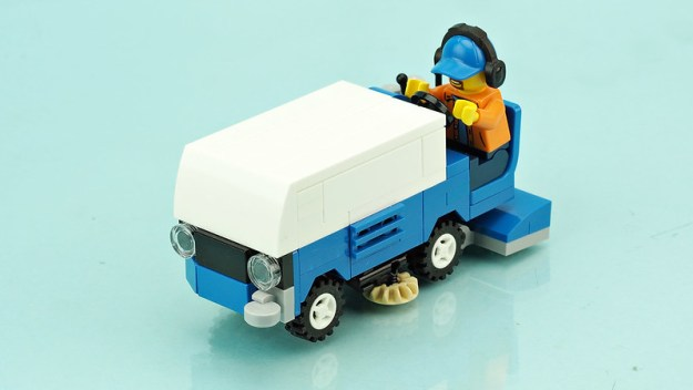 Ice resurfacer vehicle