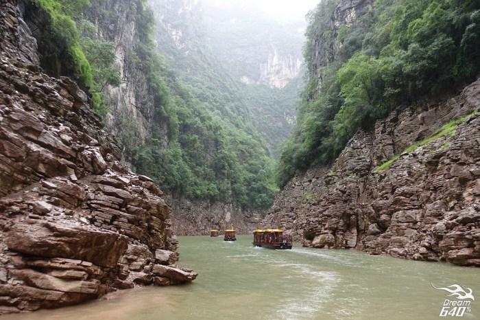 神女溪│依著千丈峭壁的透明漂流。掩藏在三峽群峰和巫山雲雨的原始秘境