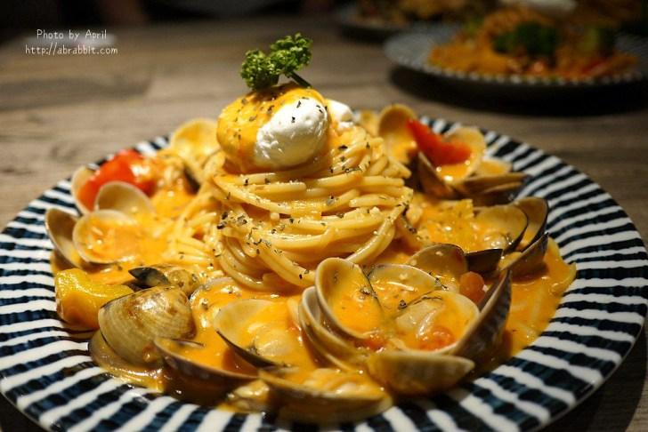 42544421545 61a3b9c36b b - 台中平價義大利麵,整盤蛤蠣多到爆炸,好拍又好吃,建議先訂位