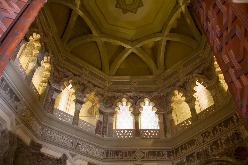 cupula ventanas mezquita oratorio Palacio Aljaferia Zaragoza 01