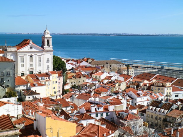 Vistas mirador Santa Luzia en Lisboa