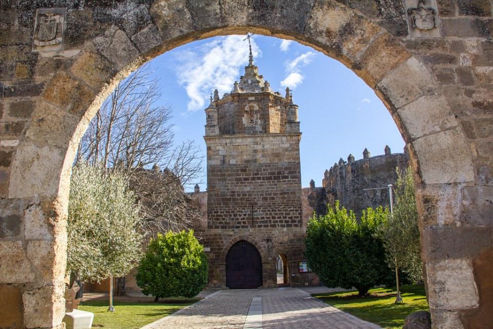 Torre del Homenaje exterior Real Monasterio de Santa Maria de Veruela Zaragoza 02