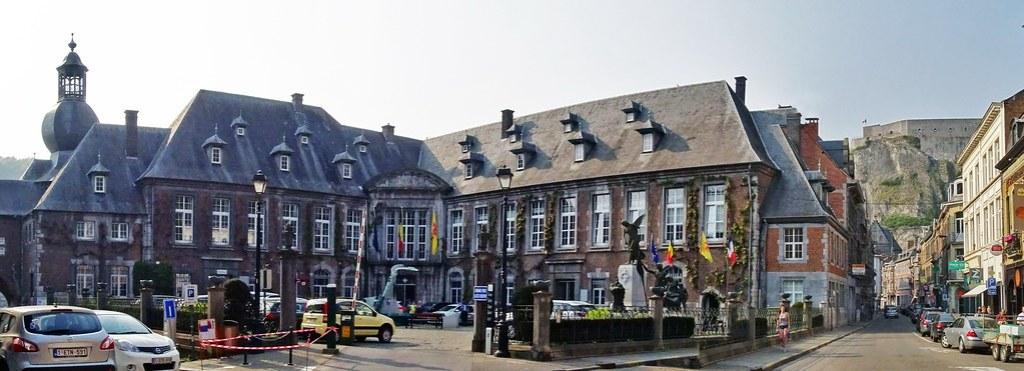 Ayuntamiento Monumento a las Victimas de Guerra Mundial Dinant Belgica 01