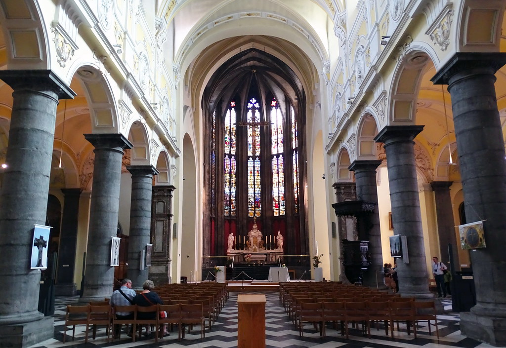 altar mayor interior Iglesia de San Dionisio o Saint Denis Lieja Belgica 01