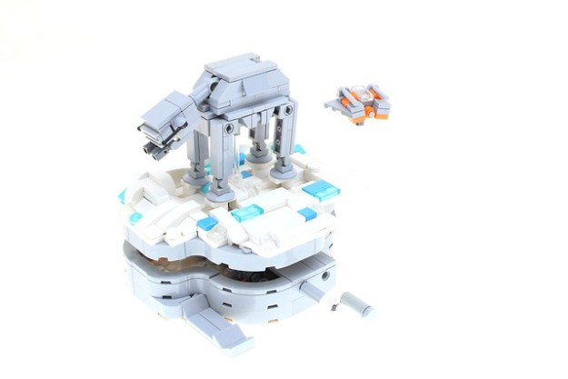 LEGO Hoth AT-AT and Snow Speeder (Mini-Model)
