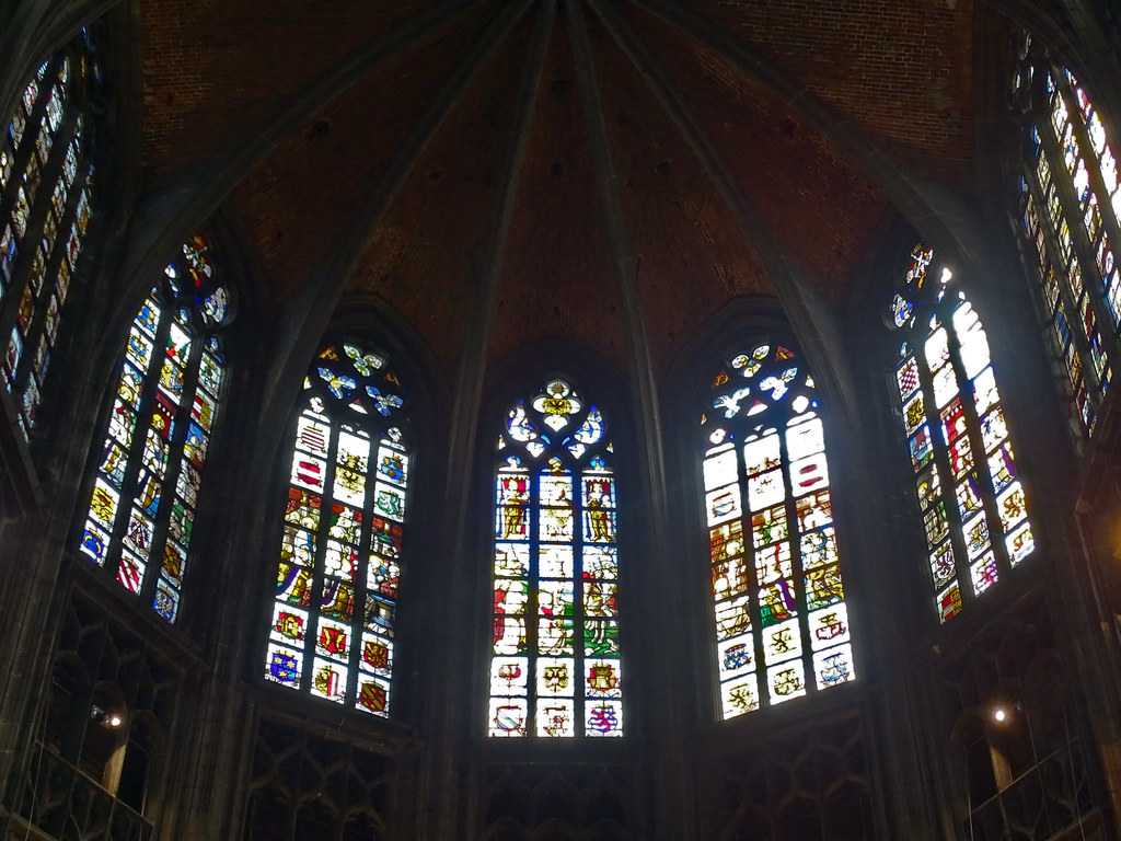 abside vidrieras Iglesia interior colegiata Santa Waudru Mons Belgica 24