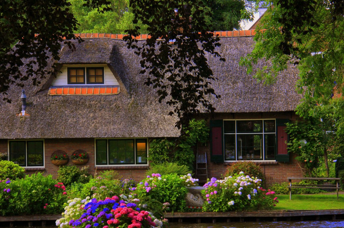 Giethoorn is best visited in autumn
