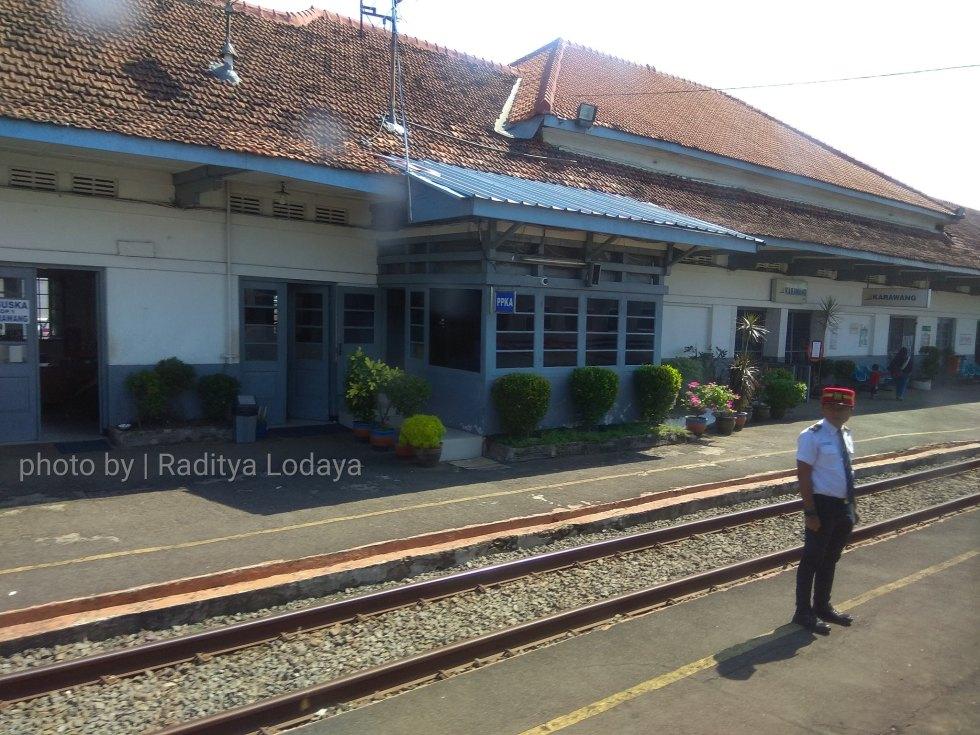 02 TRIP REPORT KERETA API JAYABAYA 1 (JAKARTA-CIREBON) -- STASIUN KARAWANG 2