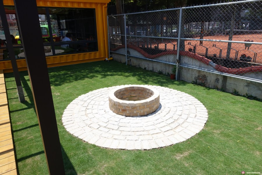 [龍潭美食]Brick Maker 玩樂磚家~龍潭運動公園附近.新開樂高主題餐廳.吃窯烤披薩發揮創意玩樂高積木 @VIVIYU小世界