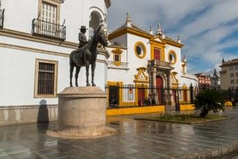 Voor de deur dit Monumento a María de la Mercedes, dochter van Alfonso XII en moeder van Alfonso XIII.