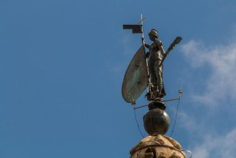 Bovenop de toren van de kathedraal staat dit beeld dat het geloof voorstelt, het waait immer met alle winden mee en heet daarom Giraldillo.