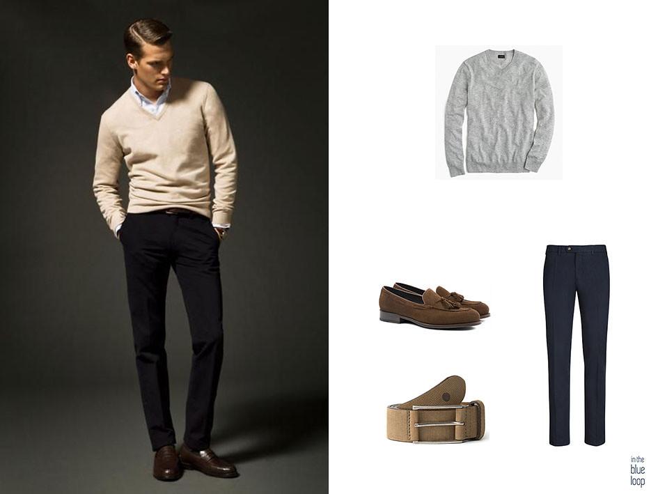 Look smart-casual masculino con cinturón para hombre beige, chinos azul marino, mocasines y jersey gris