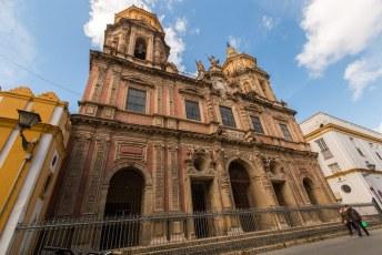 Het sterft van de kerken in die Spaanse steden, dit is de Iglesia San Luis de los Franceses.