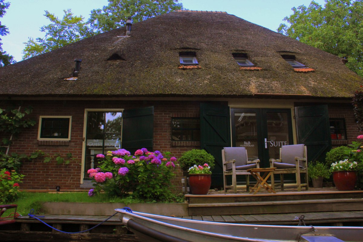 Thatched houses of Giethoorn are super cute