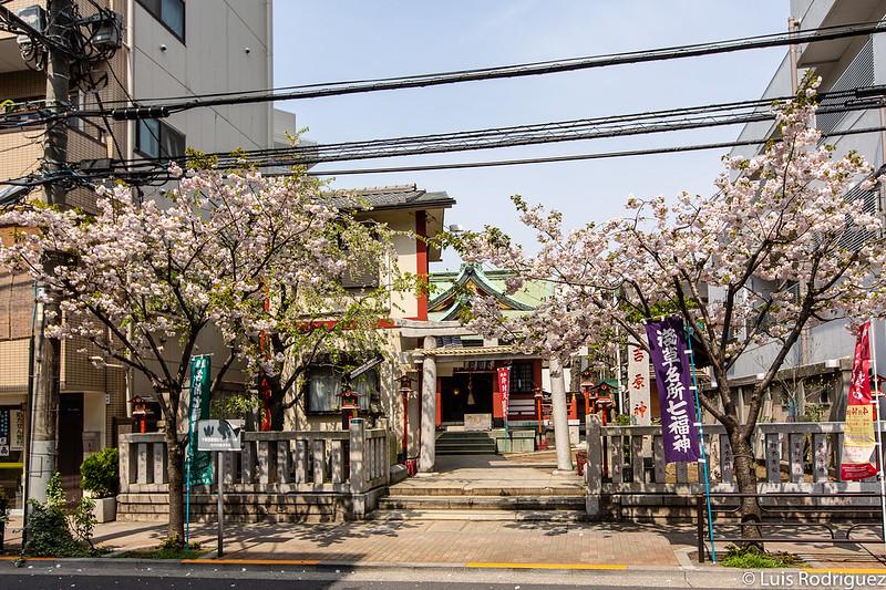 Acceso al santuario Yoshiwara