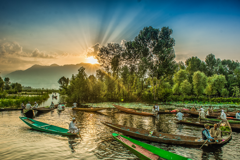 FloatingMarketDalLakeSrinagar_016