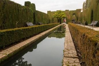 Generalife was het zomerpaleis van de Moorse leiders. Dat betekent vijvertjes voor het spiegeleffect.