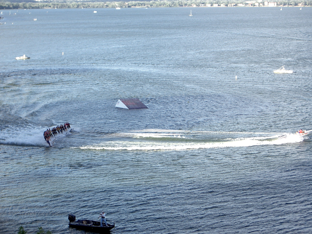 waterskiing1.jpg
