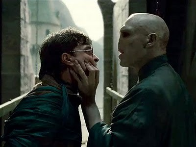 harry-potter-deathly-hallows-harry-voldemort