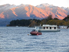 Sunrise on the mountains of Lake Wanaka